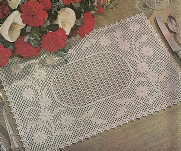 EMBOSSED DAISY Vintage Place Mat Crochet Pattern